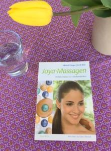 """Das JOYA Lehrbuch """"JOYA Massagen"""" mit sher ausführlichen Beschreibungen und vielen Bildern"""
