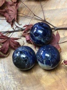 Der Sodalith, überwiegend ein blauer Stein
