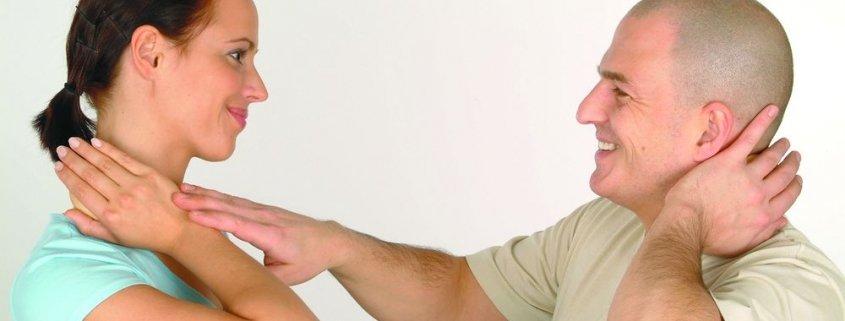 Erlernen Sie die JOYA Massagetechnik. Daumenschonend und effektiv. Wir zeigen Ihnen wie es geht.