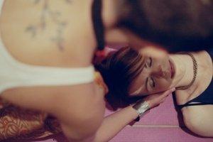 massagen tun dem rücken sehr gut - joya massageroller helfen dabei- rückenschmerzen ade