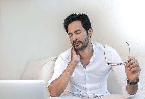 Hier bekommst du hilfreiche Tipps wie du schmerzhafte Punkte in deinen Muskeln lösen kannst_JOYA Massage