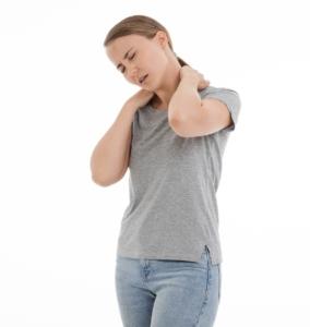 Schmerzhaft sind Verspannungen im Schulterbereich