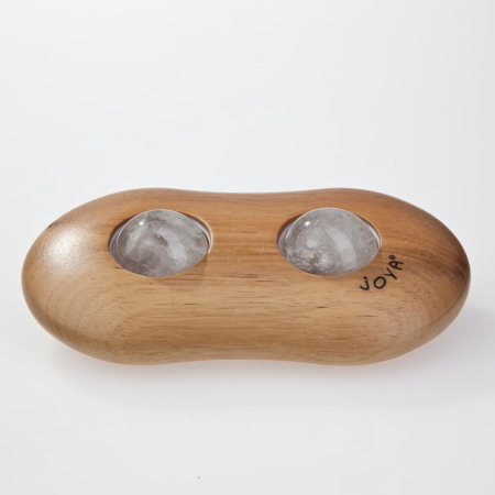 Der JOYA Twin Massageroller aus Nussholz mit Bergkristall