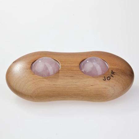 Der JOYA Twin Massageroller aus Nussholz mit Rosenquarz